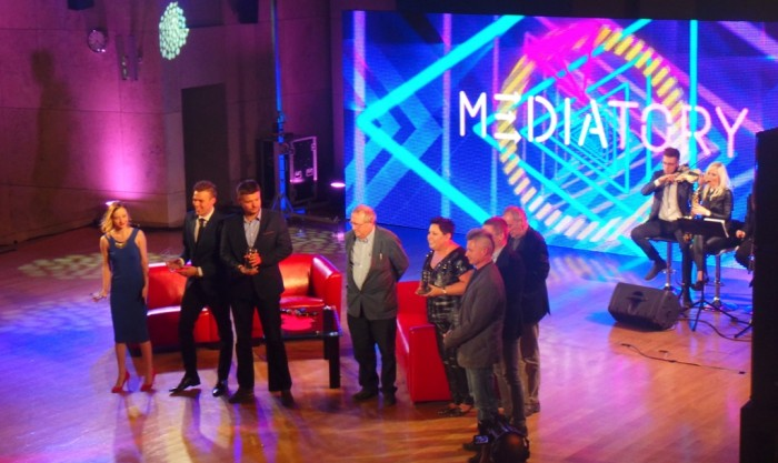 Laureaci Mediatorów na scenie w Auditorium Maximum UJ