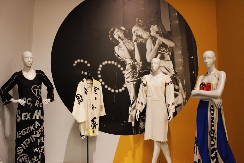Kącik Maryli Rodowicz, uzanej za ikonę stylu, której barwny ubiór oddawał ducha mody lat 70.