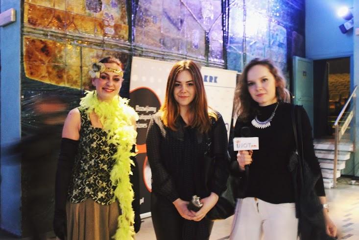 """Olga Ptak i Kamila Jankowska (NEWSY UJOT FM) podczas wywiadu z Romaną Angel, założycielką Baletu Dworskiego """"Cracovia Danza"""""""