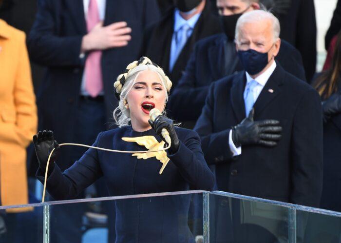 Lady Gaga wykonująca hymn narodowy w czasie inauguracji prezydenta Joe Bidena i wiceprezydentki Kamali Harris, Autor: Robert Deutsch, USA TODAY