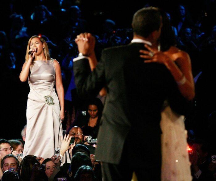 """Beyoncé wykonująca utwór """"At Last"""" w czasie pierwszego tańca pary prezydenckiej, Autor: Win Mcnamee, Getty Images"""